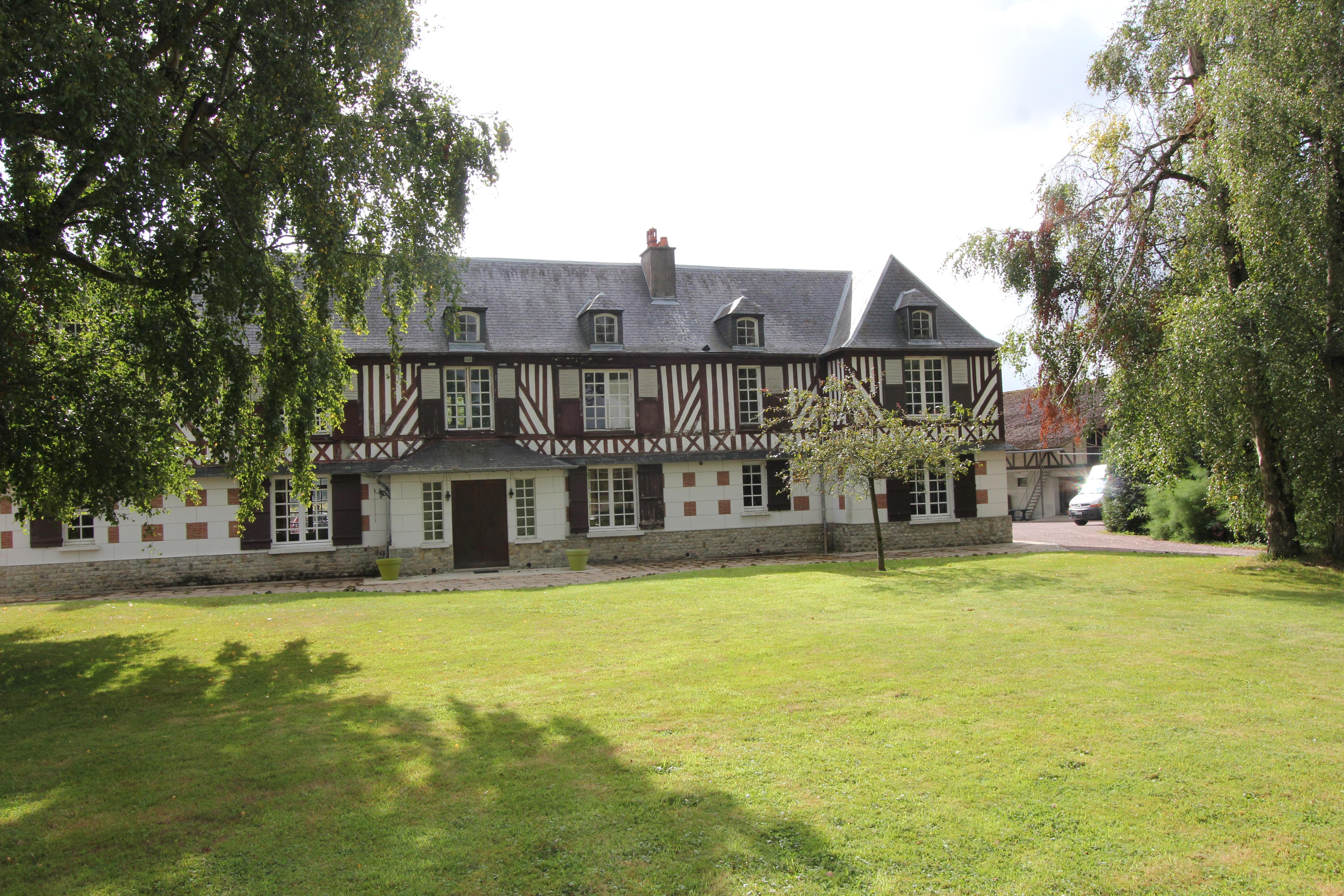 Maison de maître et ses écuries sur 36ha – aux portes de Deauville (14)