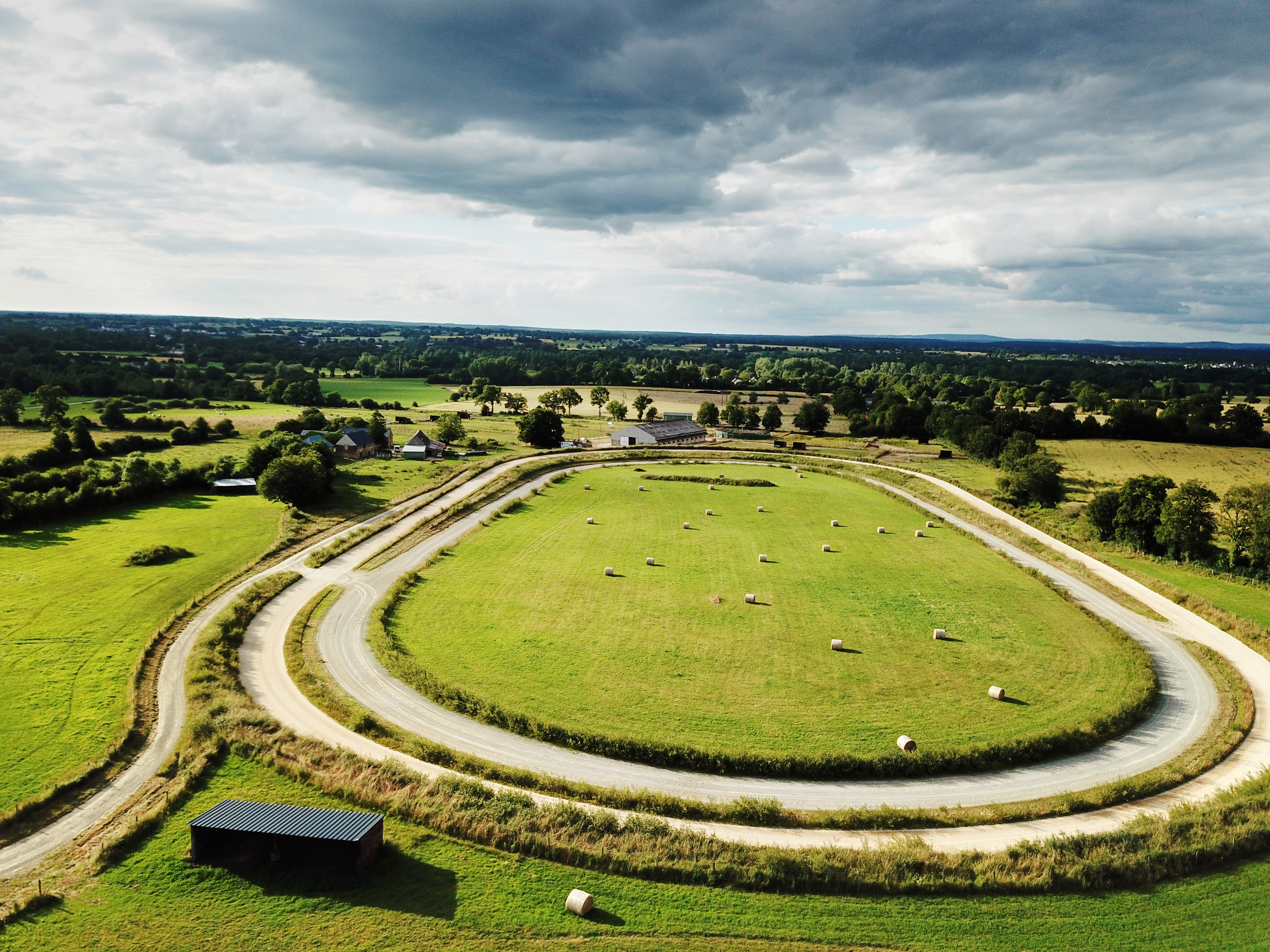 Haras ou centre d'entrainement sur 32 ha avec 3 pistes (53)
