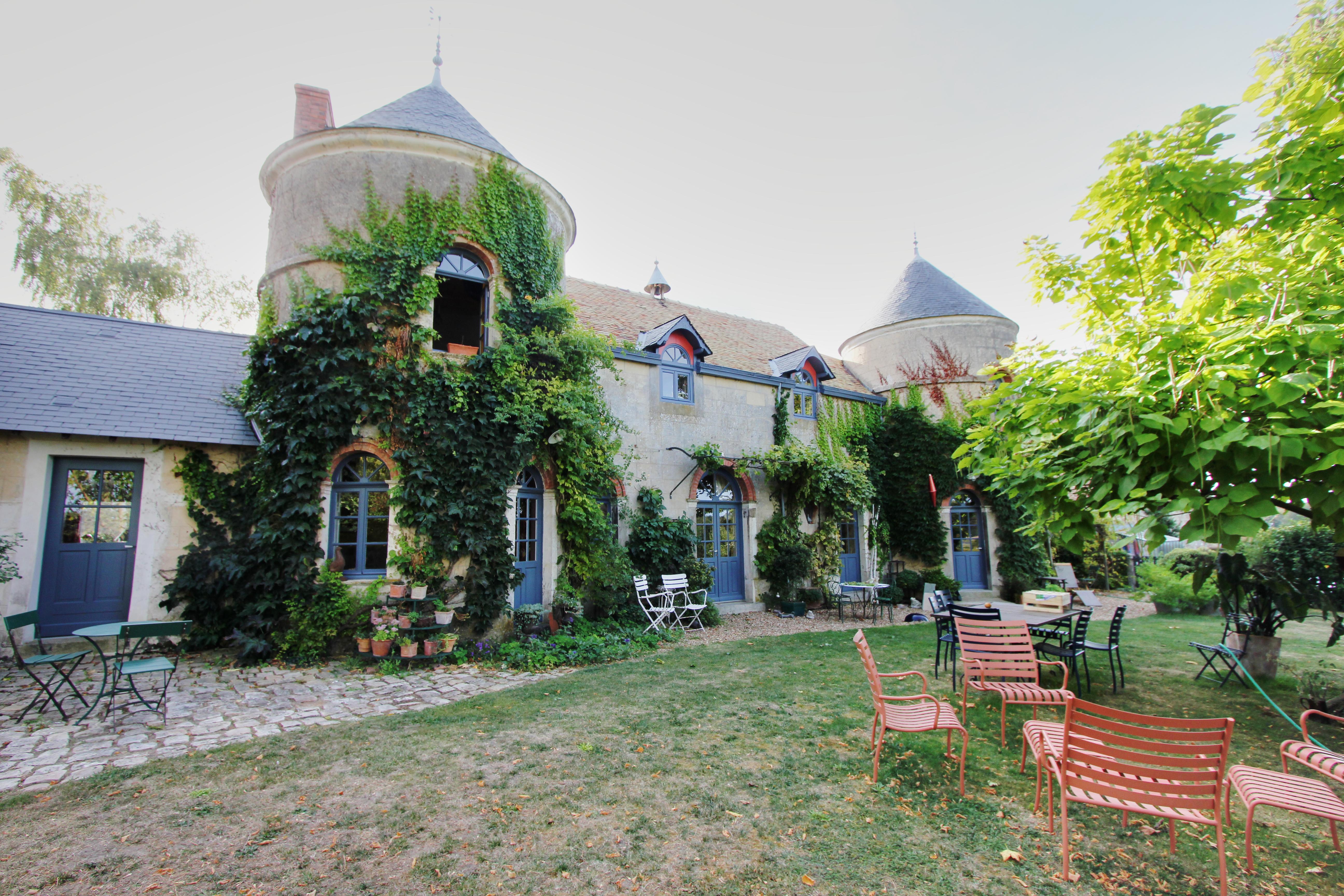 Ancien château médiéval et ses installations équestres (72)