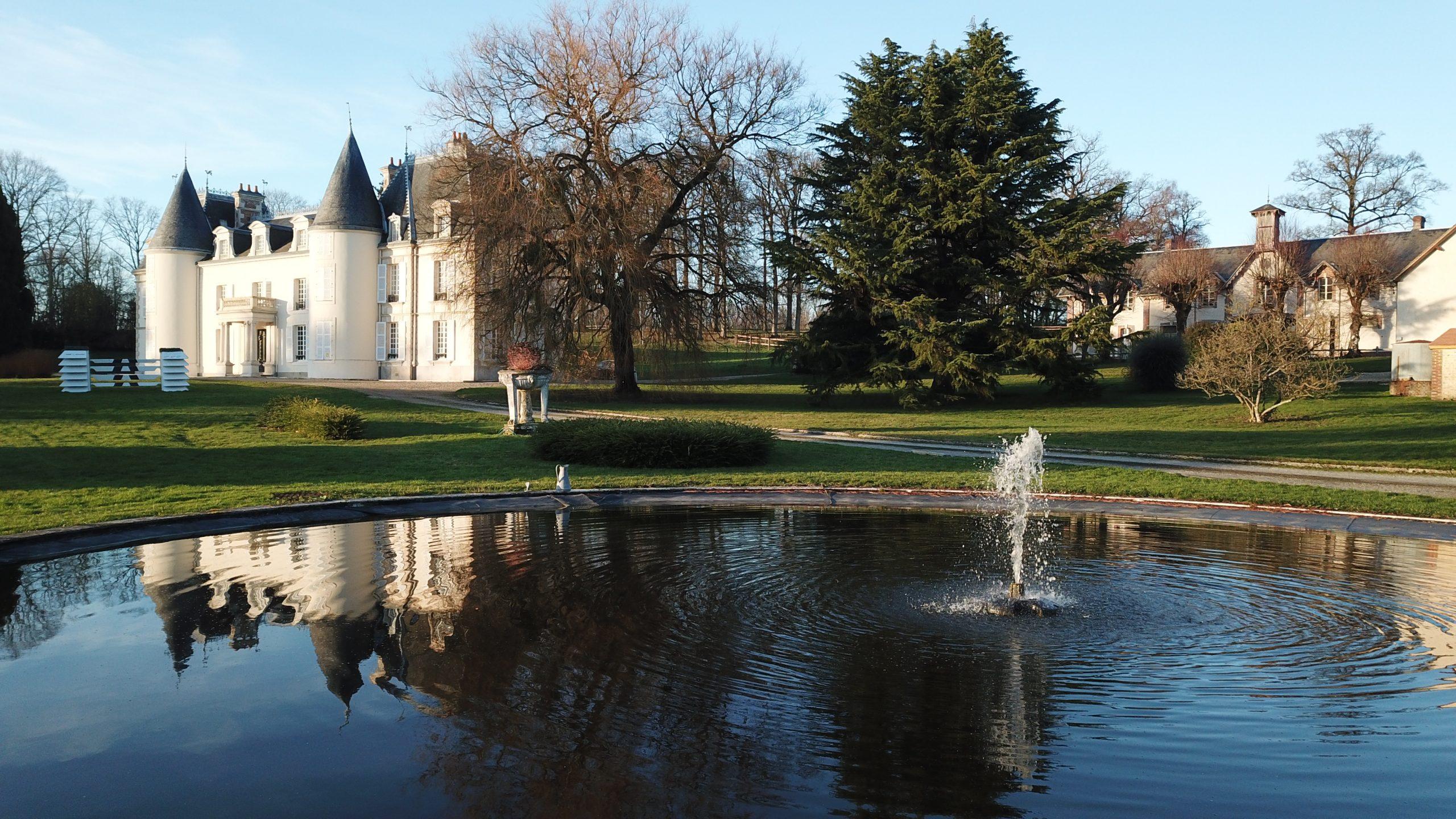 Château d'exception et ses installations équestres sur 35 ha (61)