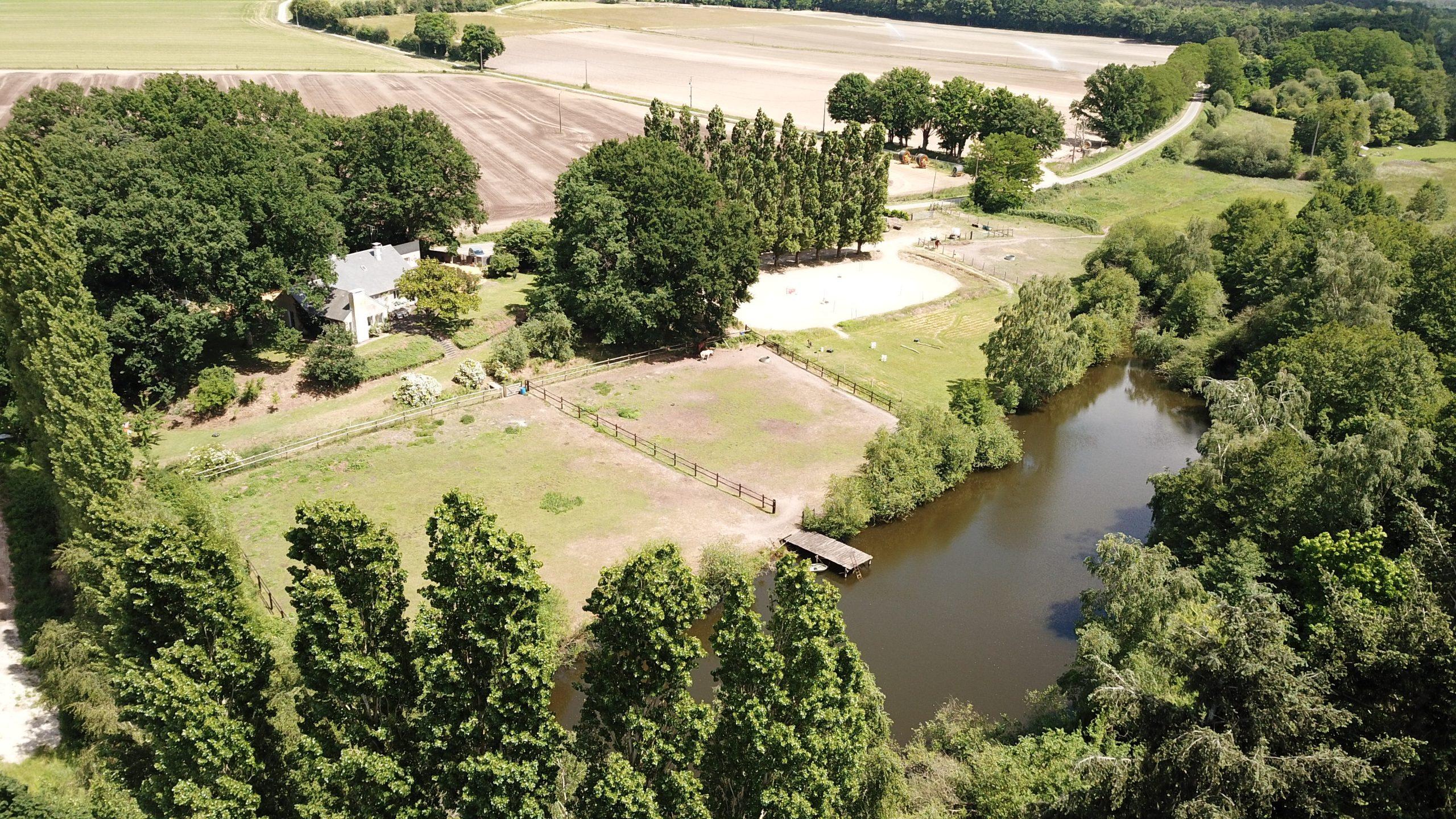 Jolie propriété équestre avec étang sur 4,3 ha (72)