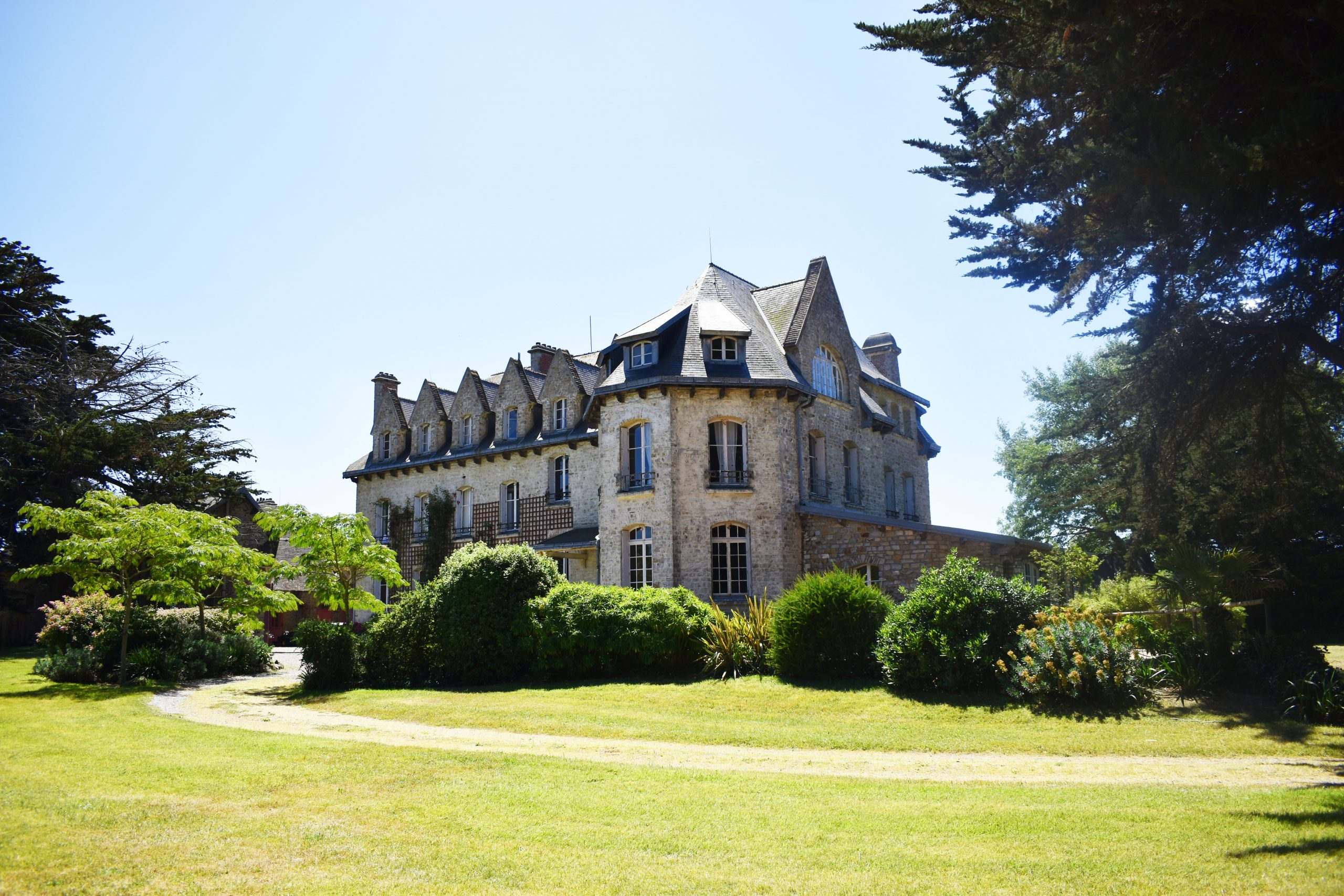 Château de bord de mer et ses dépendances sur 10,6 ha – Manche (50)