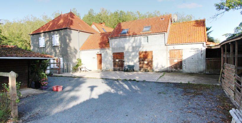 Centre équestre, écurie de pension sur 2,6 ha – Secteur de Saint-Lô (50)