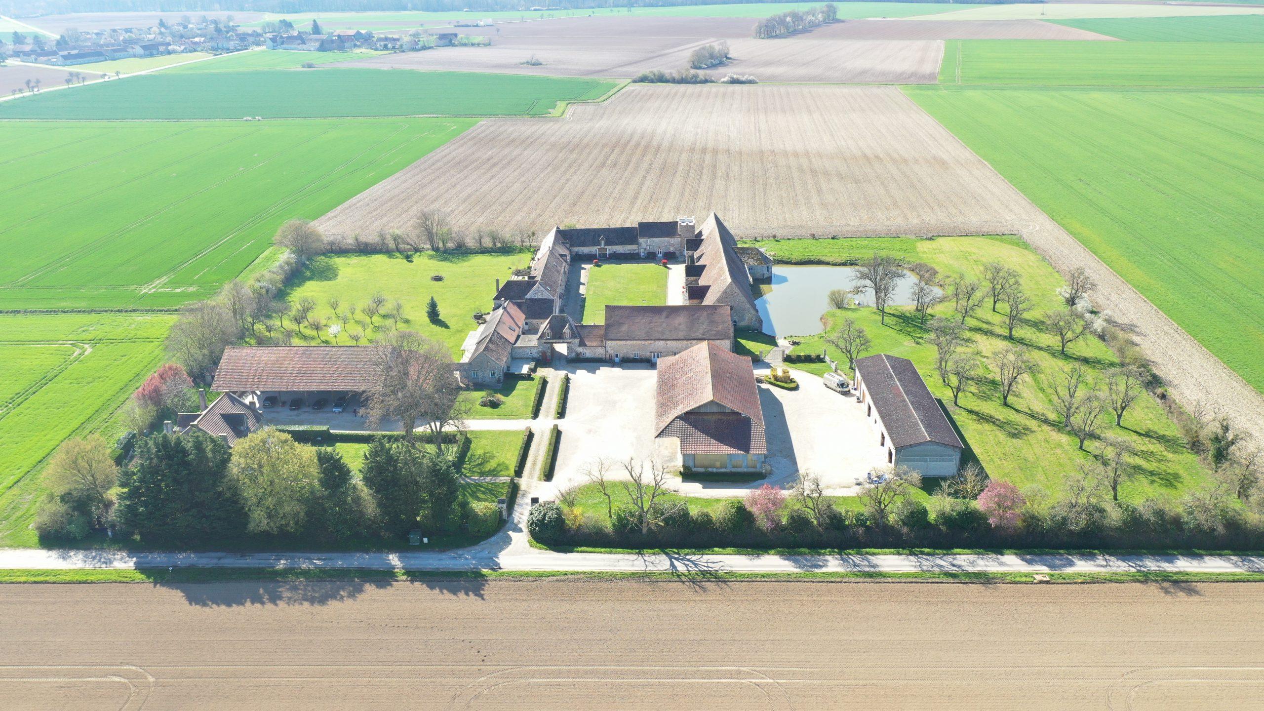 Corps de ferme fortifiée sur 3,5 ha – Secteur Guignes (77)