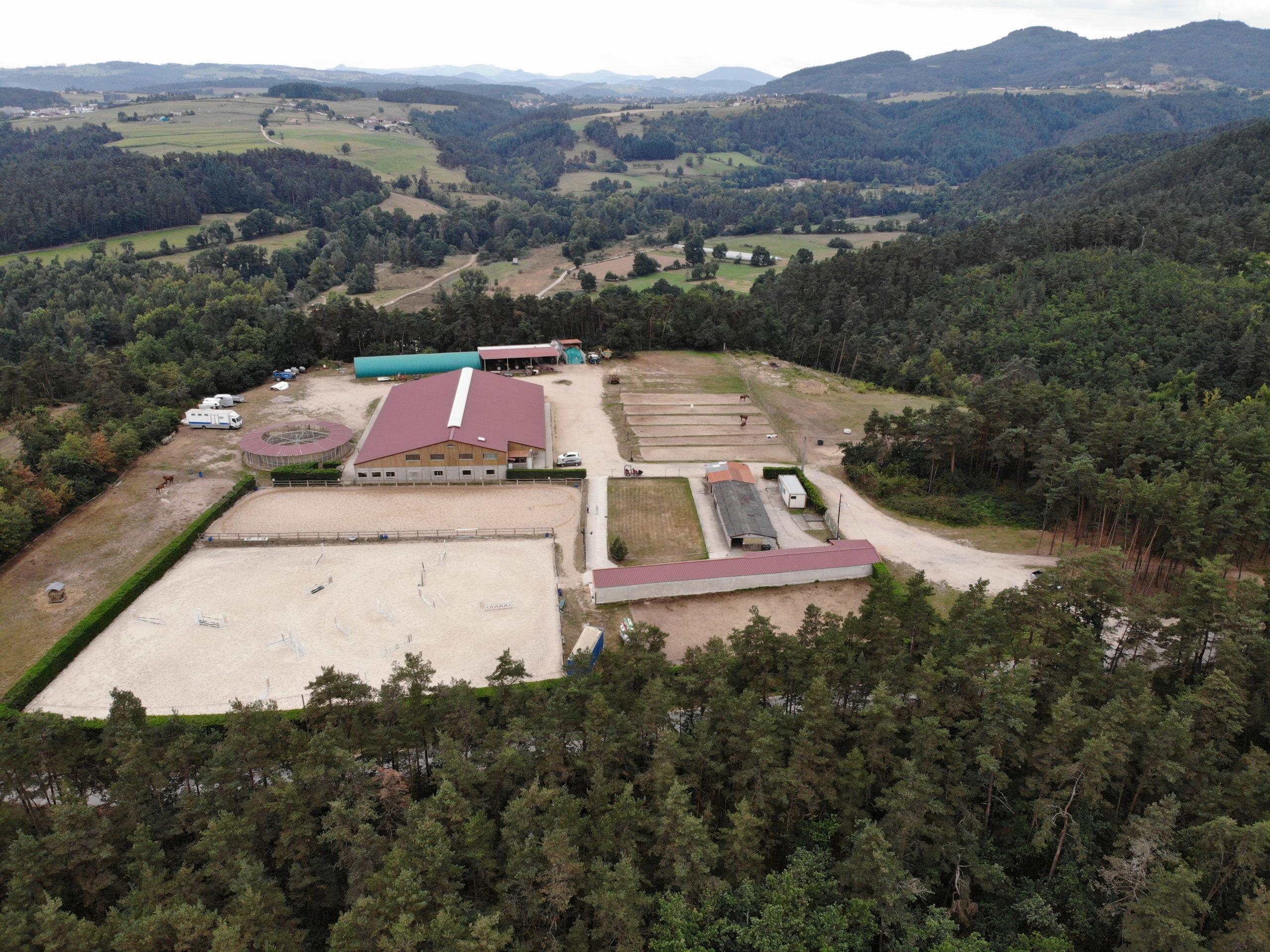 Centre équestre, écurie de propriétaire et élevage sur 60 ha – Secteur Firminy (43)